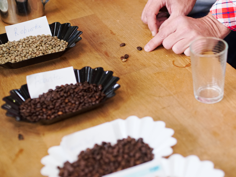 Kaffeverkostung Classic Caffee - die verschieden Kaffeebohnen